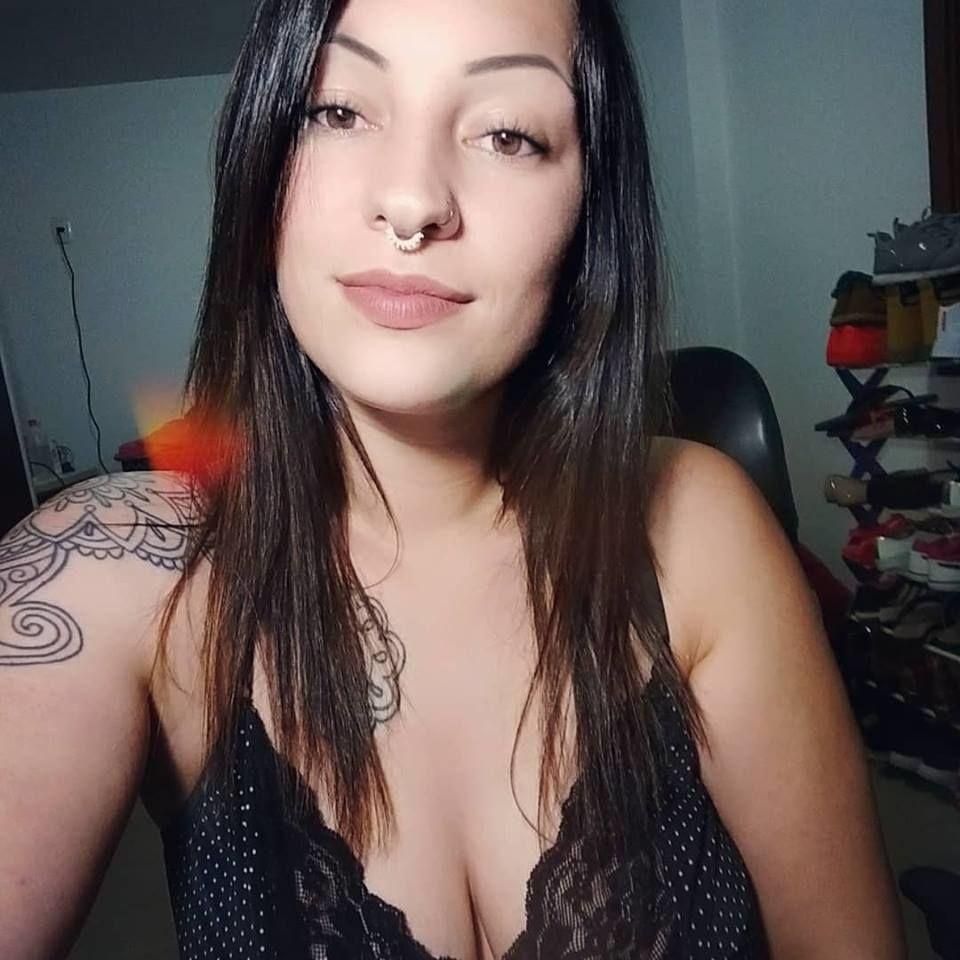 Camgirl Gaucha Gostosa mega decote